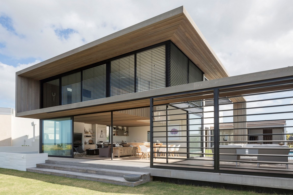 Splendid Tuatua House In Omaha, New Zealand (19)