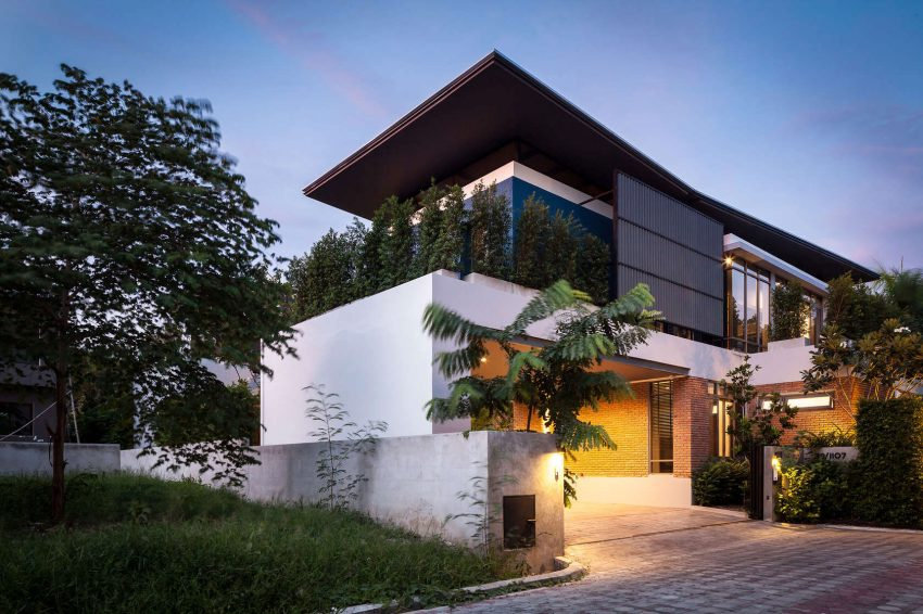 Two Houses at Nichada In Bangkok, Thailand (1)