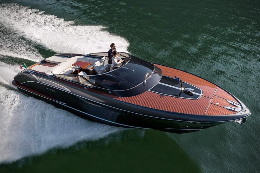 Elegant And Powerful Riva Rivamare Speedboat 1