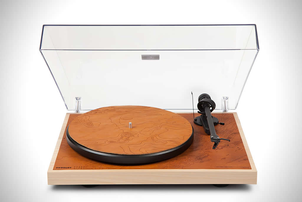 Commonwealth C10 Turntable By Crosley and Moore & Giles 1