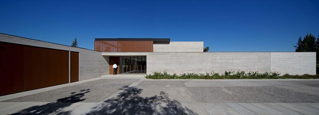 Modern Residence In Linderos, Chile By Cristian Hrdalo (19)