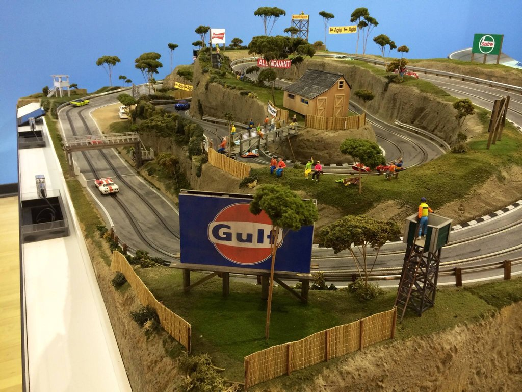 Expensive Model Race Track Replicas 4