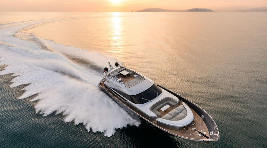 Gorgeous And Powerful AB-100 Spectre Yacht 8