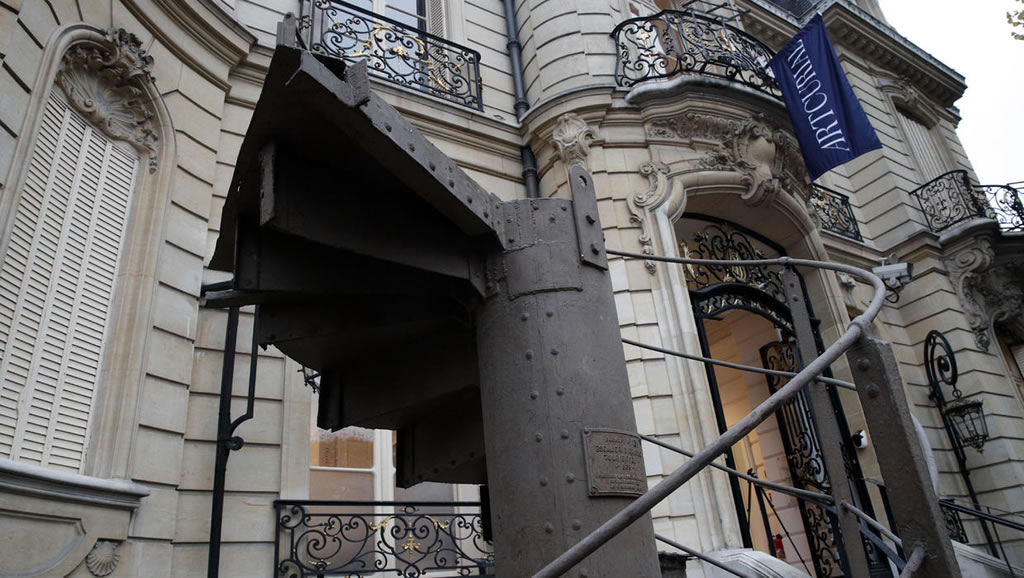 These Eiffel Tower Stairs Were Sold For $556,000 1