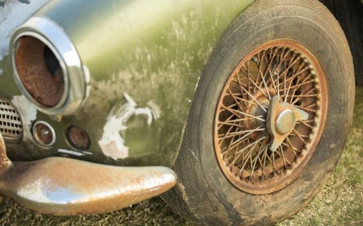 This Deserted Aston Martin DB4 Will Be Auctioned Off (3)