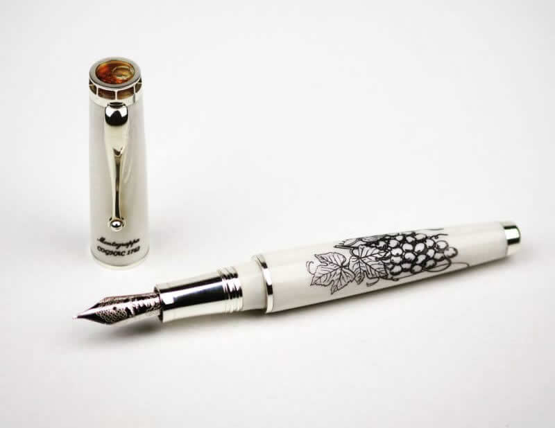 Montegrappa Luxe Fountain Pen 4