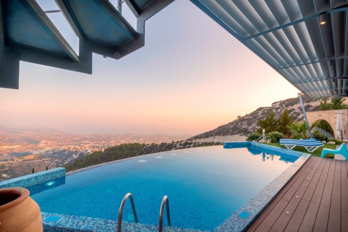How to Curate a Luxury Vacation Rental in a Tourist Hot Spot