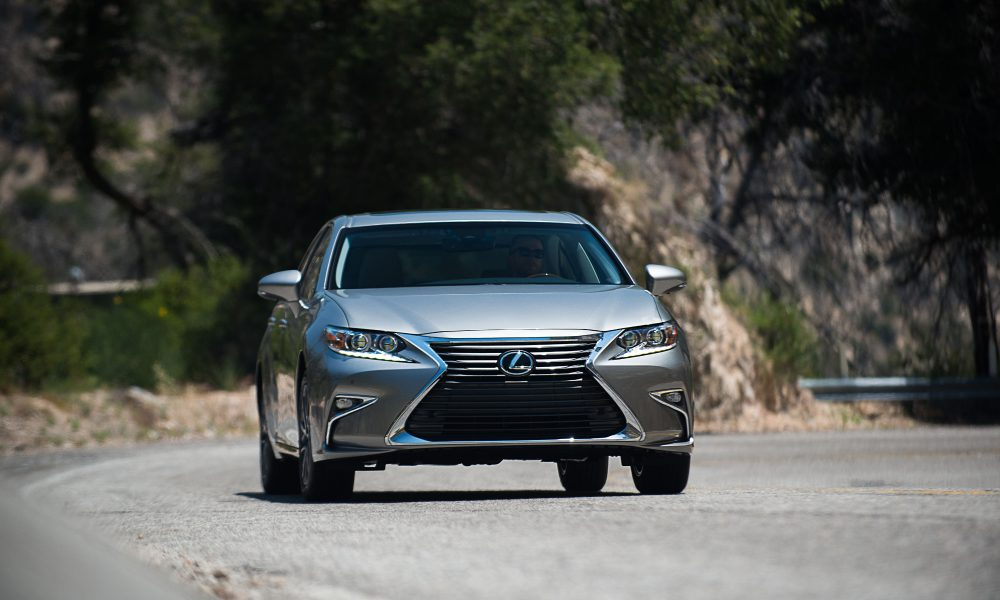 Lexus ES 350 Leads the Way With Added Advanced Technologies