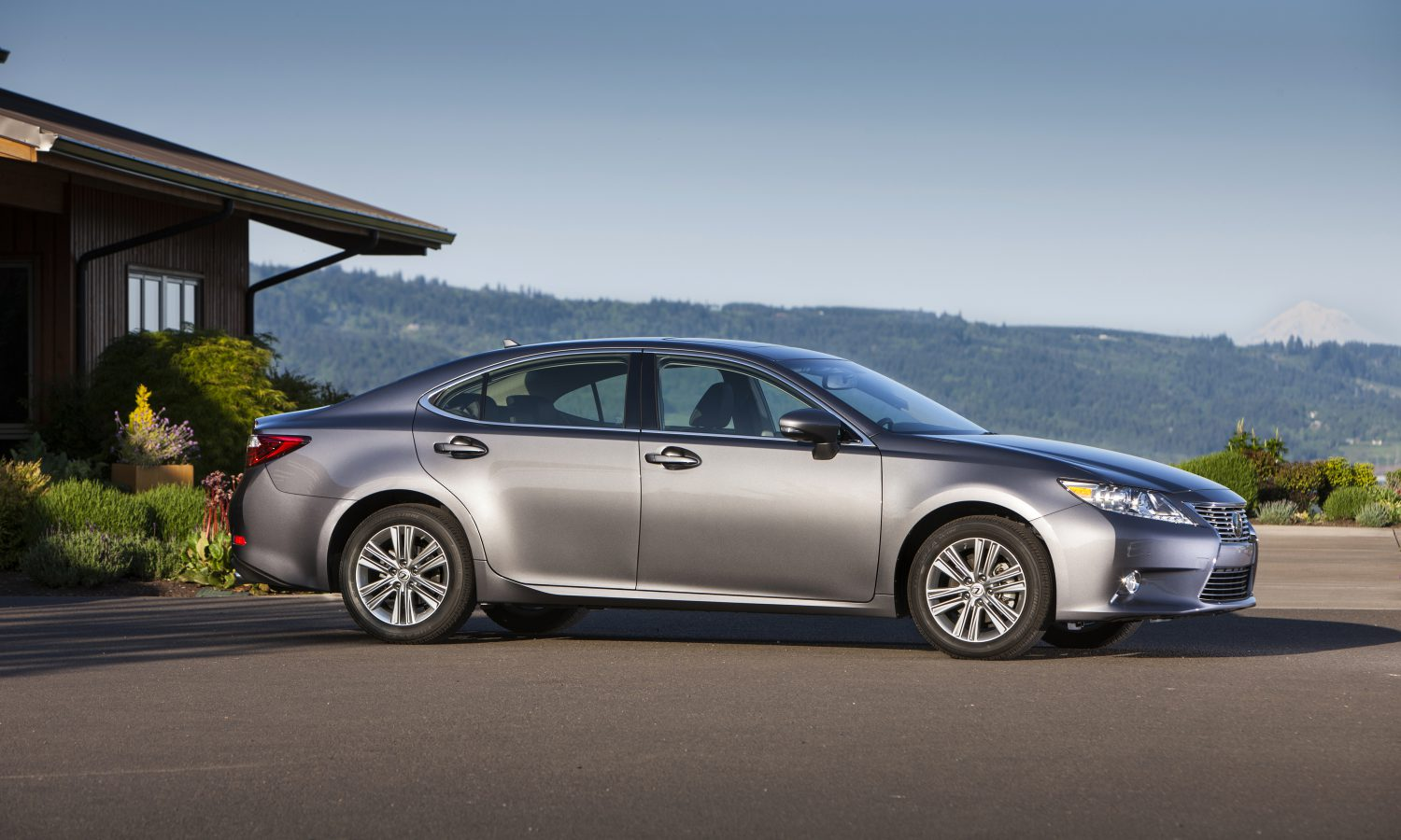 Lexus Named Most Trusted Luxury Brand by 2014 Kelley Blue Book Brand Image Awards
