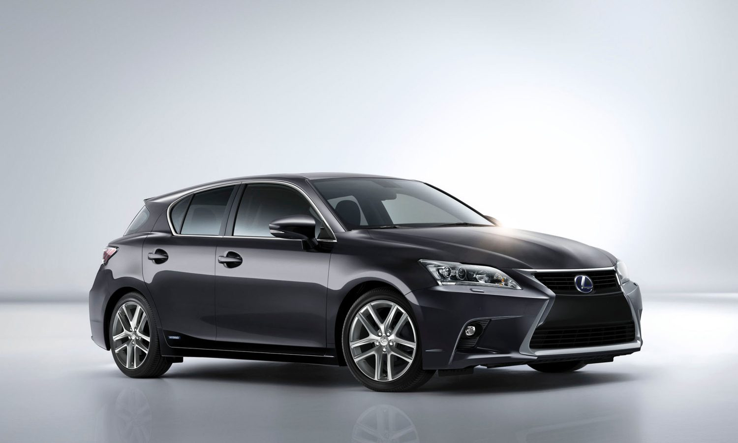 Green and Mean for 2014, the Lexus CT 200h Shakes Up the Hybrid Scene