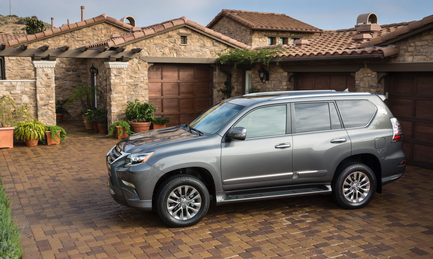 2016 Lexus GX 460 Offers Full Luxury With Full Off-Road Capability