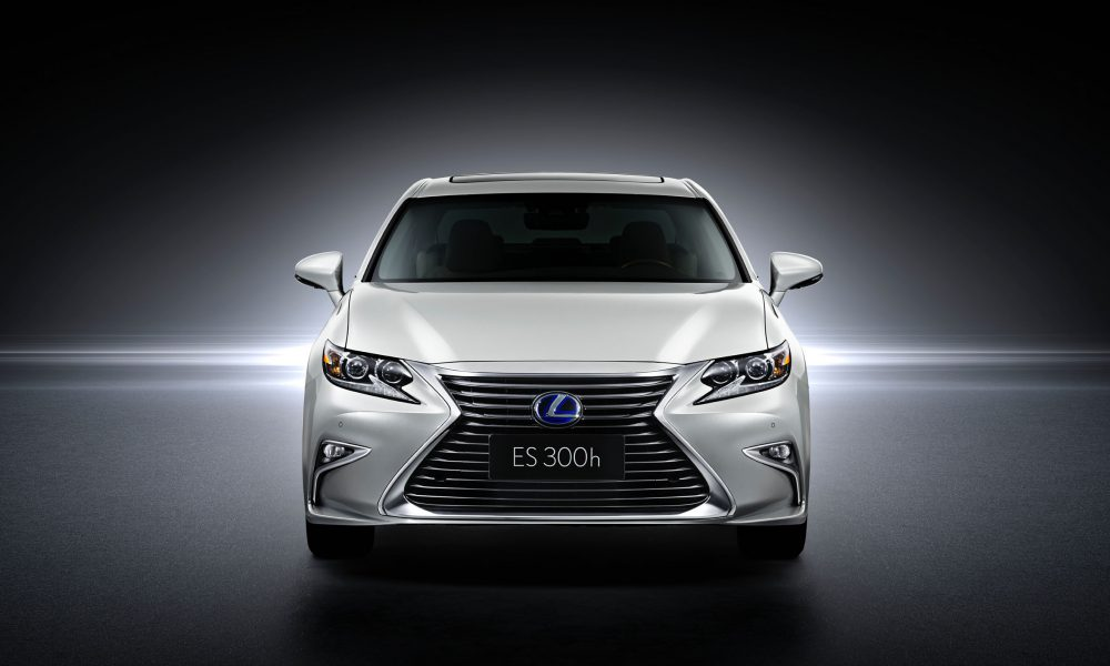 2015 Shanghai International Motor Show – 2016 Lexus ES 300h 002
