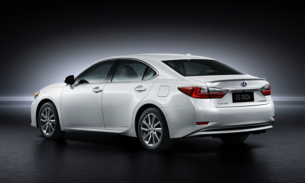 2015 Shanghai International Motor Show – 2016 Lexus ES 300h 005