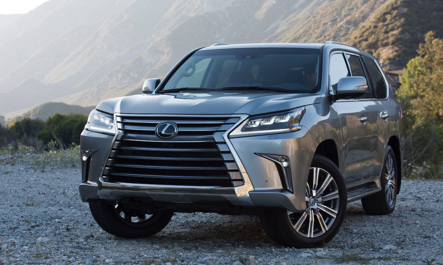 Making a Classic Entrance: Lexus Debuts Refreshed 2016 LX 570 Luxury Utility Vehicle at Pebble Beach Concours d? Elegance