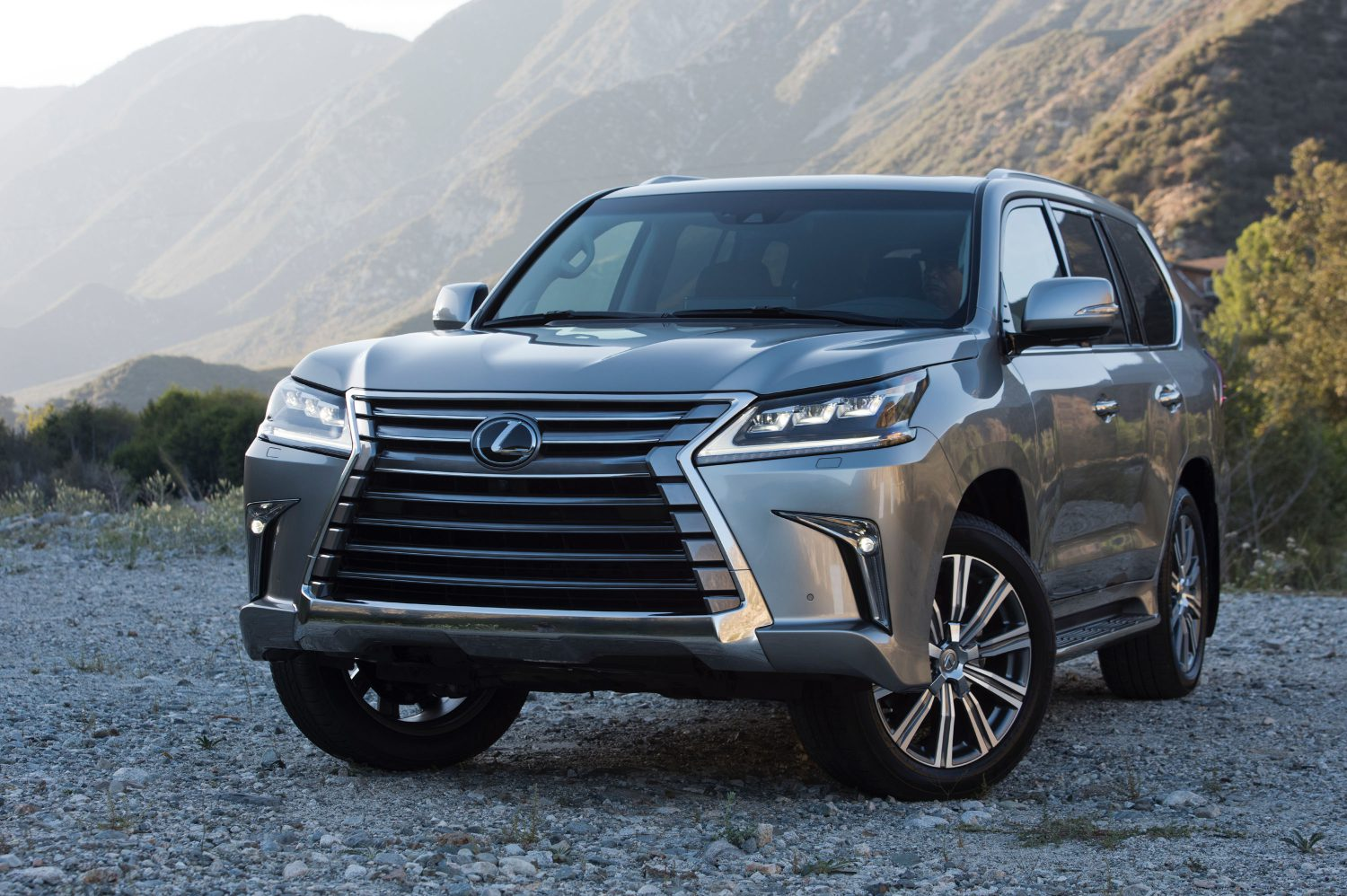 Making a Classic Entrance: Lexus Debuts Refreshed 2016 LX
