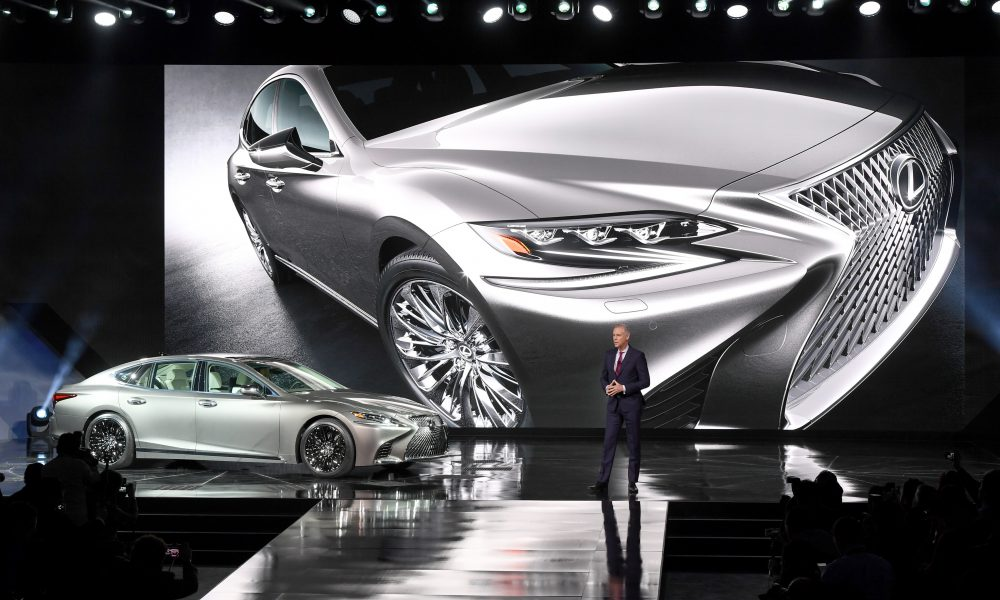 2017 NAIAS – 2018 Lexus LS Debut 01