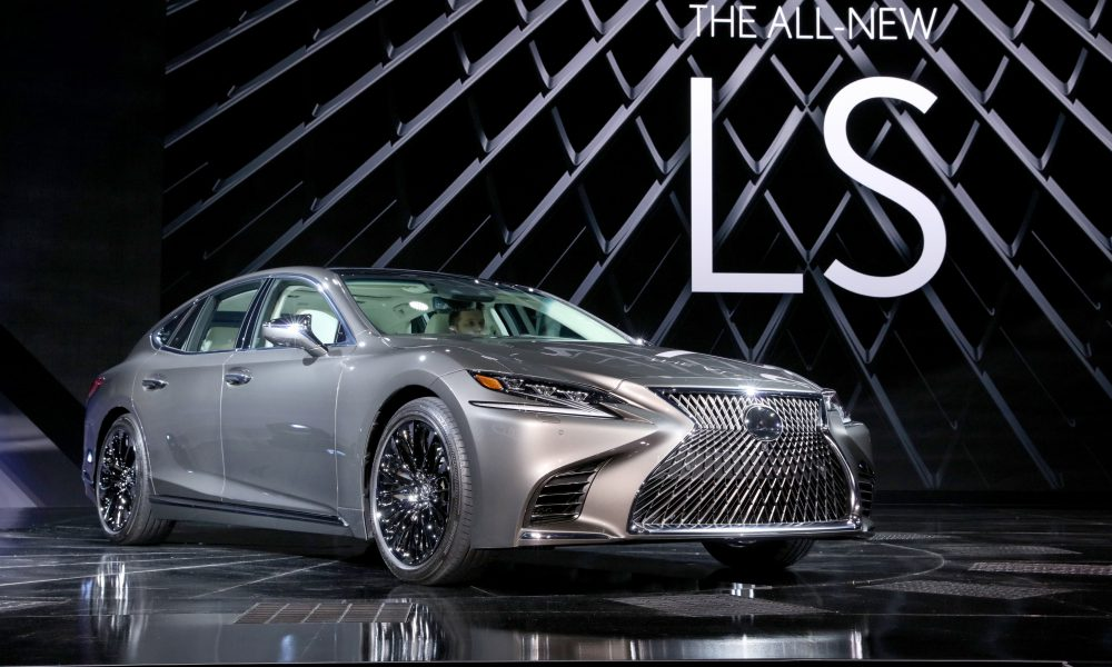 2017 NAIAS – 2018 Lexus LS Debut 03