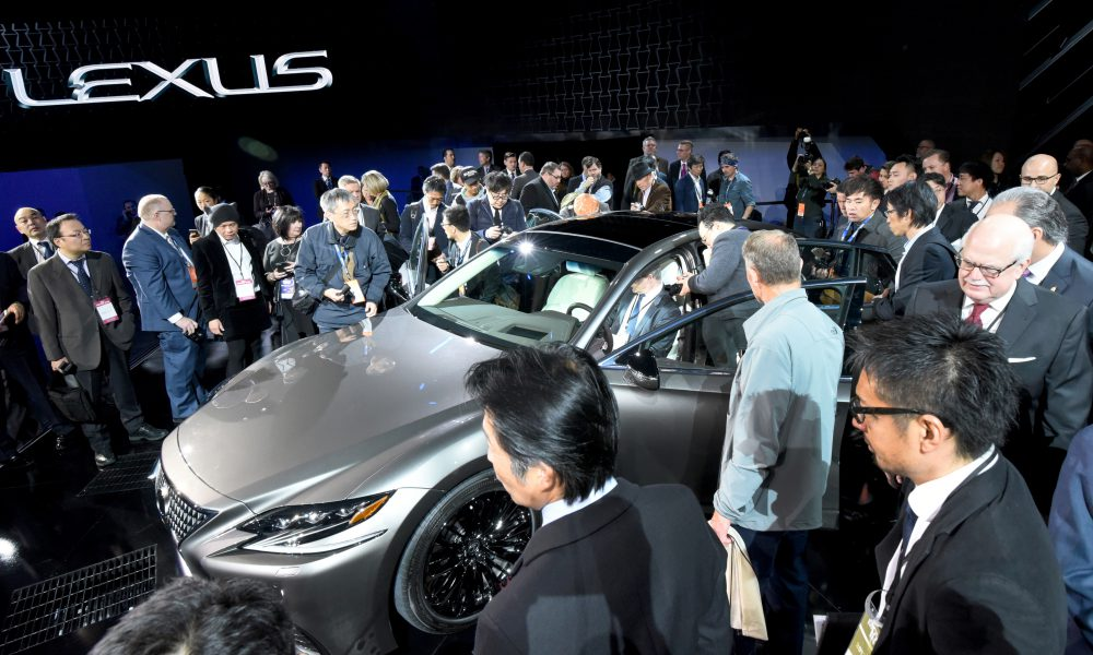 2017 NAIAS – 2018 Lexus LS Debut 05