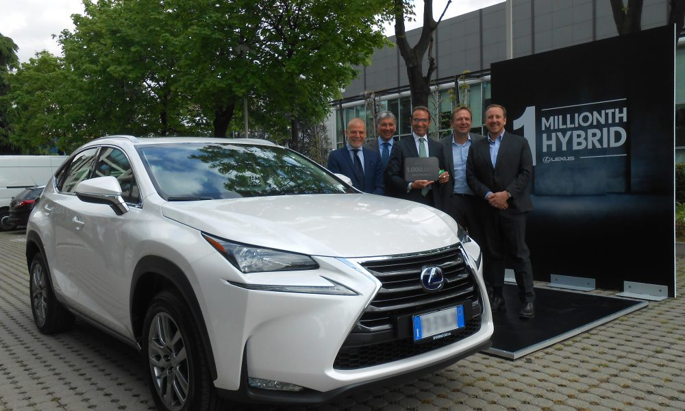 Lexus Sells 1 Million Hybrids 01