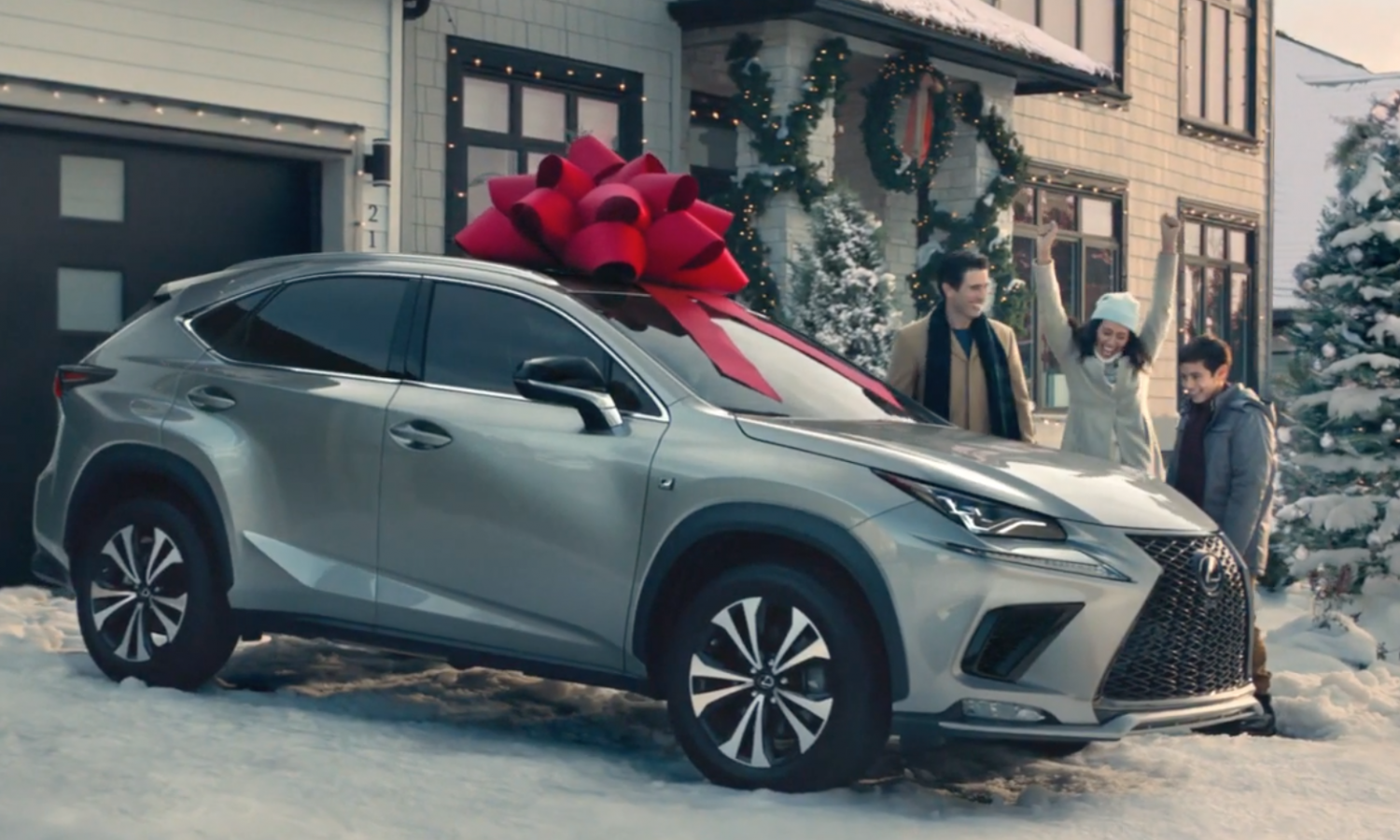 'Tis the Season for Giving: <br> 20 Years of Lexus' Signature <br> Red Holiday Bows