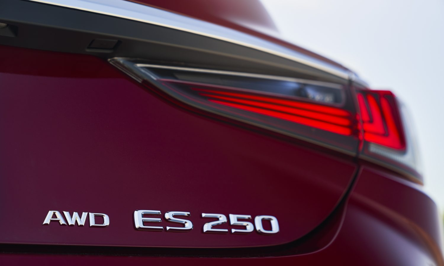 LEXUS ES FAMILY GROWS FOR 2021: ALL-NEW AWD, BLACK LINE SERIES ENHANCE LINEUP