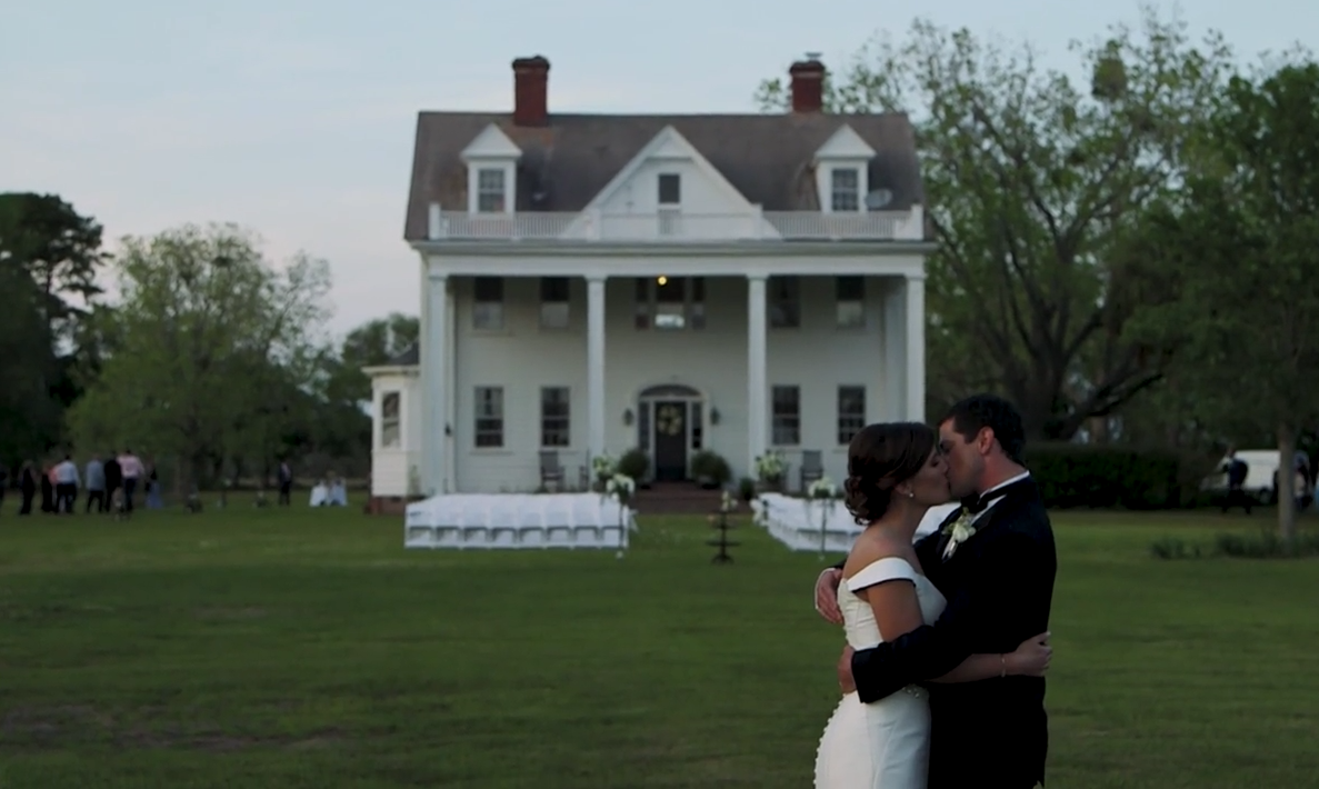 "Meet The First and Only Couple to Marry at the House From ""The Notebook"""
