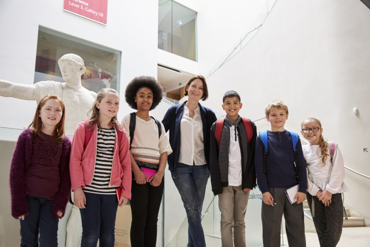 A museum curator meets with students.