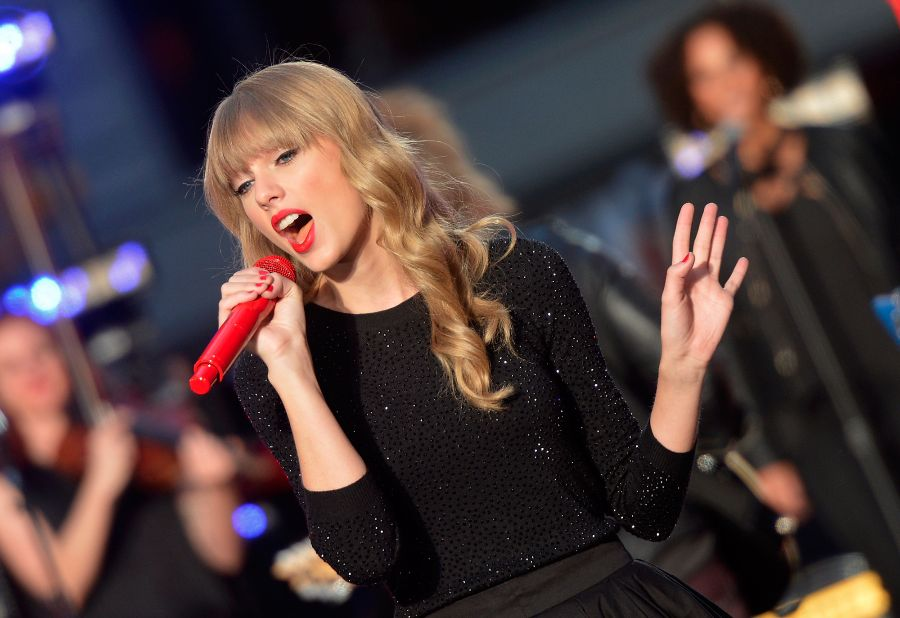 """Taylor Swift Performs On ABC's """"Good Morning America"""""""