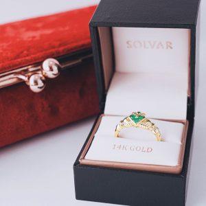 Solvar 14K Gold Claddagh Emerald Heart Ring s2466
