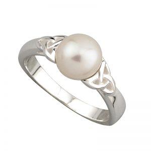 'Solvar Trinity Knot Pearl Ring s2836
