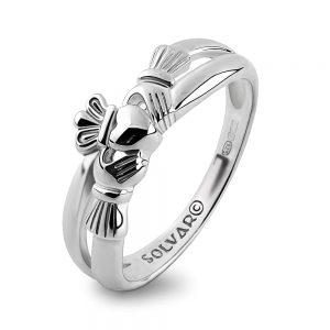 Claddagh Kiss Ring