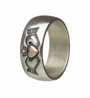 Antique Finish Silver Claddagh Band