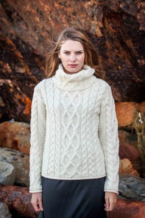 Women's Turtleneck Cable Knit Sweater cw1825