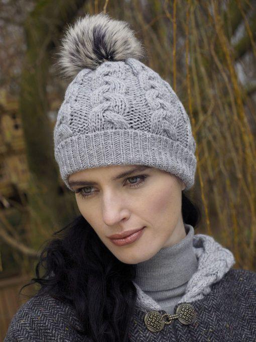 Aran Cable Knit Soft Gray Pom Pom Hat x4844