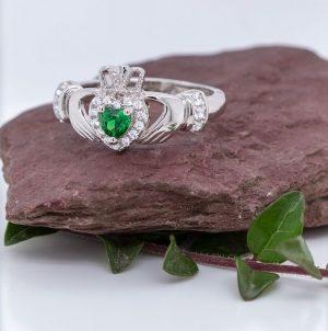 Solvar Silver Green Heart Claddagh Ring s21079