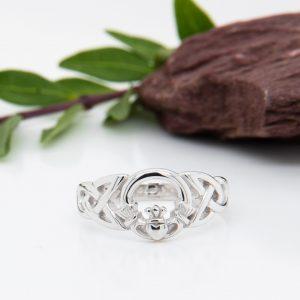 Solvar Sterling Silver Celtic Claddagh Ring S2429