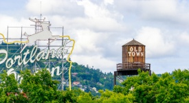 Portland, Oregon, USA - JUNE 11, 2016: The White Stag sign, a former advertising sign, greets those traveling into Old Town on the Burnside Bridge. (Portland, Oregon, USA - JUNE 11, 2016: The White Stag sign, a former advertising sign, greets those tr