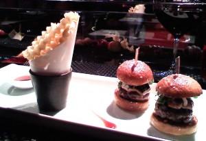 Le Burger at L'Atelier du Joel Robuchon (Photo: E.C. Gladstone)