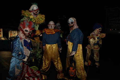 halloween horror nights celebrates 20 years of fear scary clowns