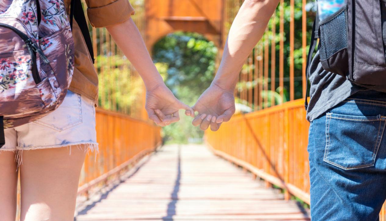 romantic couple travel tips