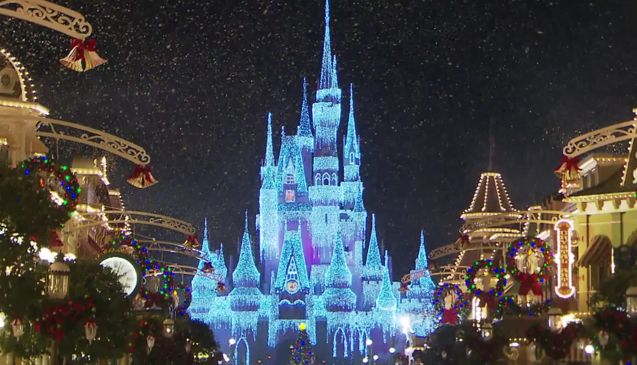 2016 Holidays at Disney World.1265x725