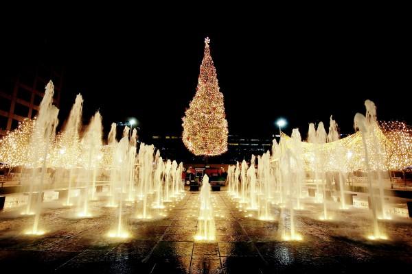 100- foot Mayor's Christmas Tree in Kansas City, Missouri