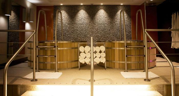 5 hottest hot tub hotels orbitz. Black Bedroom Furniture Sets. Home Design Ideas