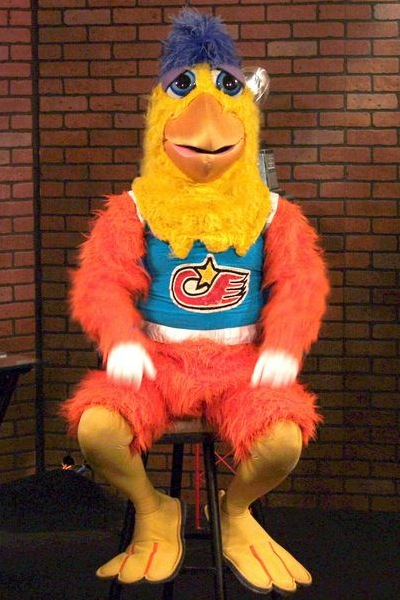 Orbitz-Baseball-opening-day-quirkiest-baseball-mascots-of-all-time-SanDiegoChicken-wikipeadia