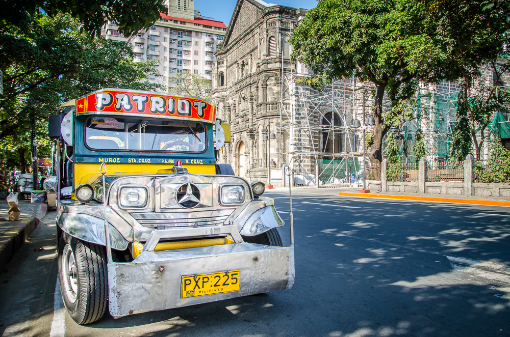 Phillipines-17-pictures-that-will-make-you-wish-you-were-Filipino-Jeepney