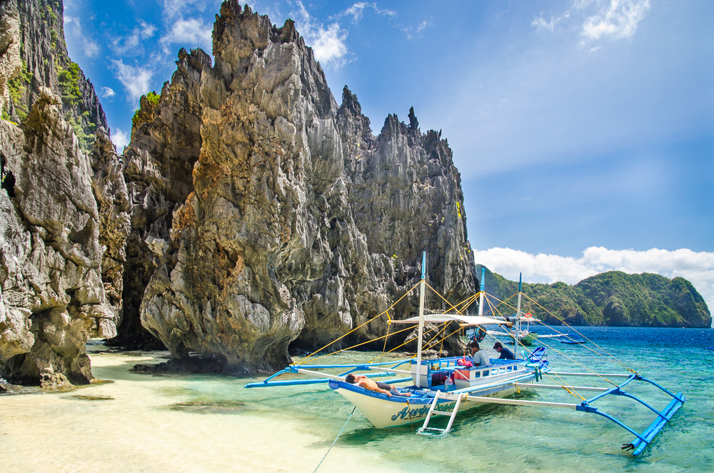 Orbitz-Phillipines-17-pictures-that-will-make-you-wish-you-were-Filipino-Getting-Stamped-2