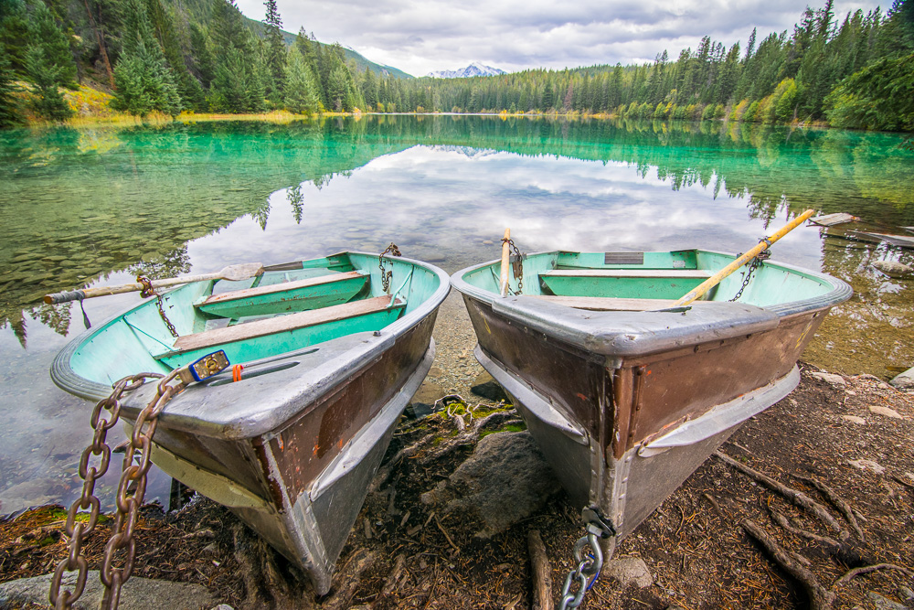 Orbitz-Canada-Photos that will make you wish you were Canadian-Boats in the Valley of the 5 lakes-GettingStamped-2