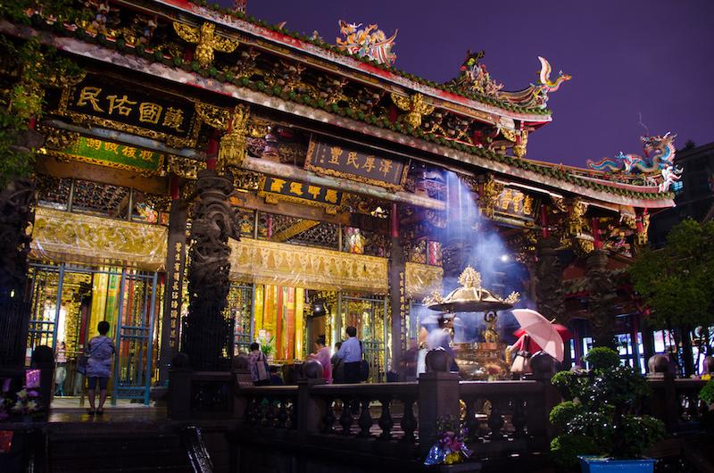 Feel at peace in Longhan Temple