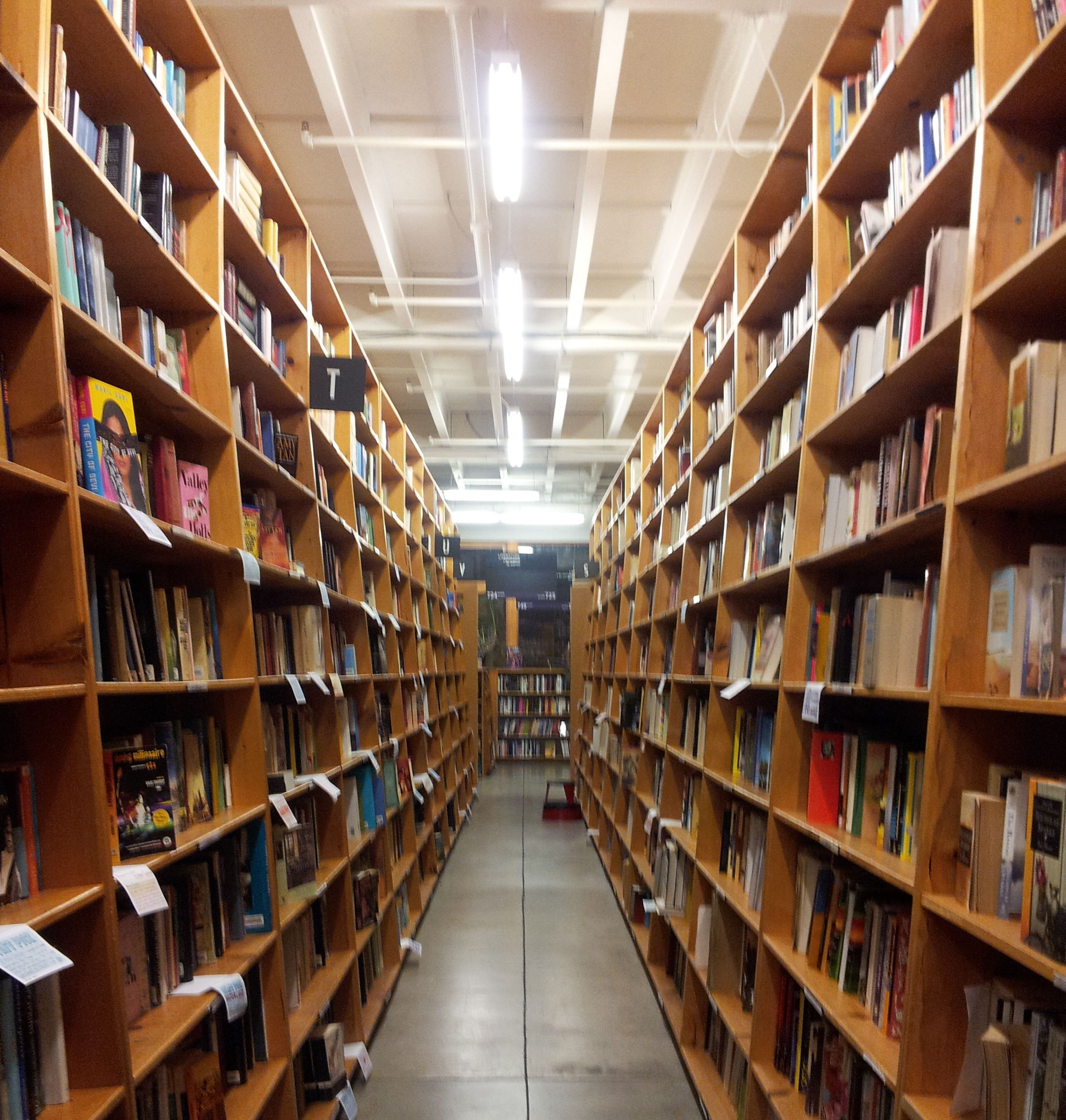 Powell's Books Portland | Photo: WikiMedia/another-believer