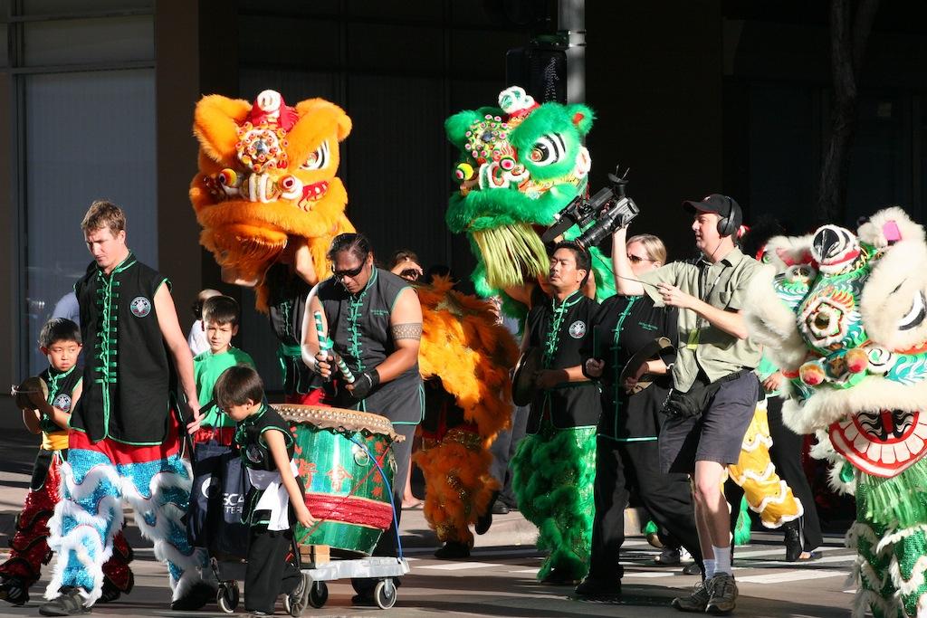 chinesenewyearparade2-credit-oahu-visitors-bureau